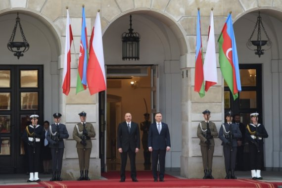 Official welcome ceremony held for Azerbaijani president in Warsaw