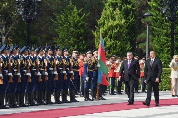 Official welcome ceremony held for Tajikistan's president in Baku (PHOTO)