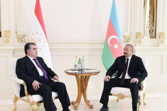 Presidents of Azerbaijan, Tajikistan hold one-on-one meeting (PHOTO)