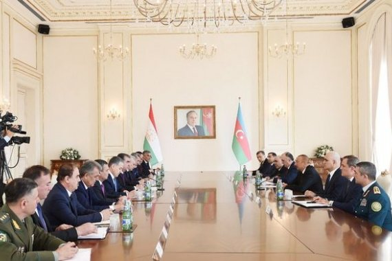 Presidents of Azerbaijan, Tajikistan hold expanded meeting